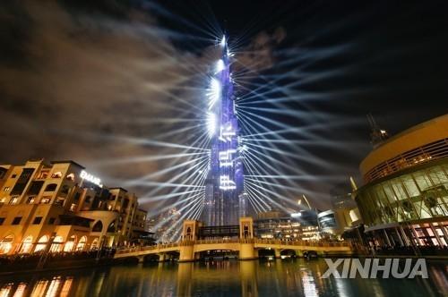아랍에미리트 두바이의 부르즈칼리파에서 열린 신년 축제[신화=연합뉴스]