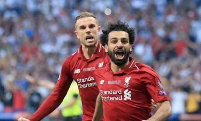 전반전 시작하자마자 PK로 선제골을 넣고 환호하는 리버풀의 모하메드 살라.
